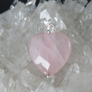 Colgante corazón cuarzo rosa y plata