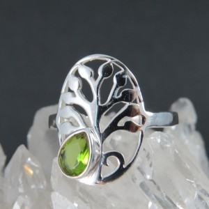 Anillo olivino y plata