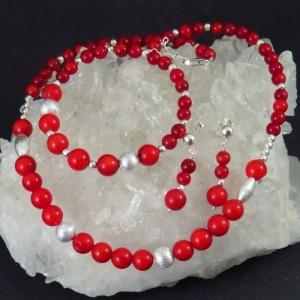 Conjunto coral y plata