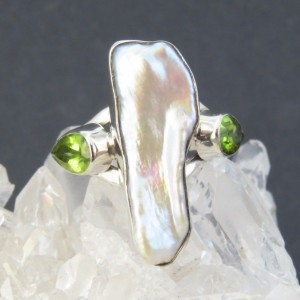 Anillo perla, olivino y plata