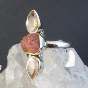 Anillo cuarzo rosa, turmalina  y plata