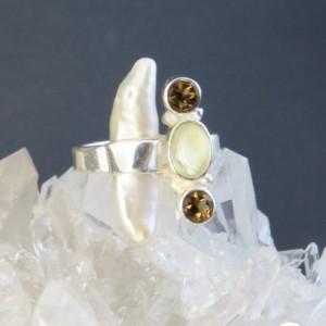 Anillo perla, cuarzo ahumado, prehnita y plata