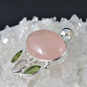 Colgante  cuarzo rosa, olivino, prehnita y plata