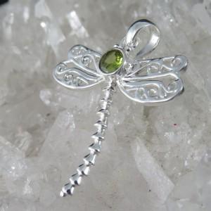 Colgante libélula olivino y plata